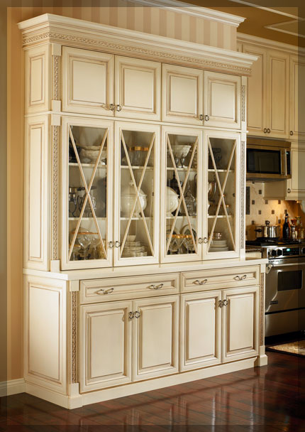 Dining Room Hutches - KraftMaid Cabinetry