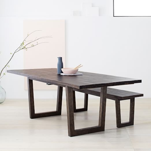 Usefulness of an expandable dining table