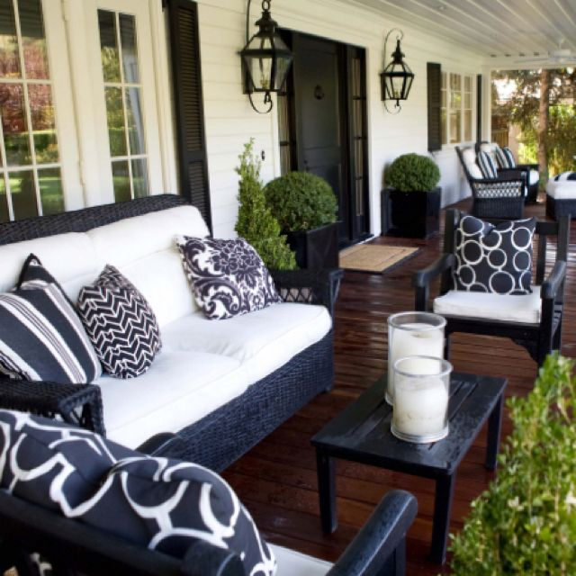 Great porchperfect for black and white house. I would love this