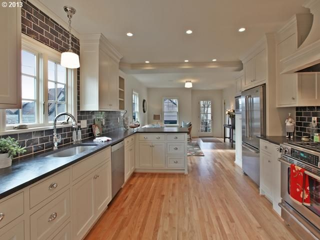 Kitchen Peninsula with Seating | Galley kitchen with peninsula for