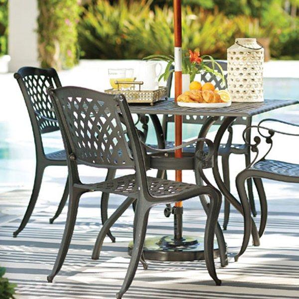 How Metal garden furniture look like?