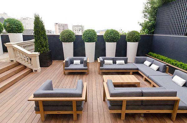 Modern outdoor living meets English charm | G A R D E N | Moderner