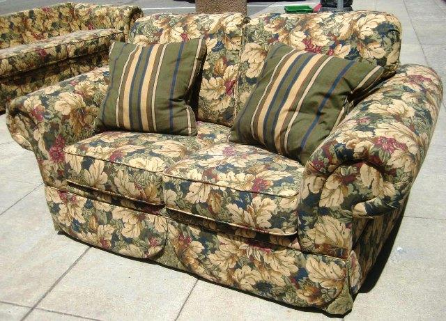 12 Floral Pattern Sofa Designs - Rilane