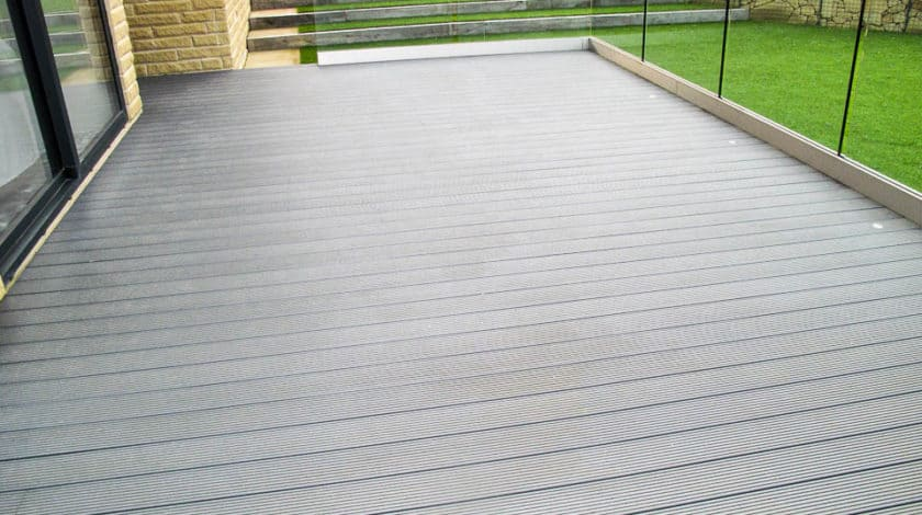 English) Differences Between Composite and Plastic decking - FOCO