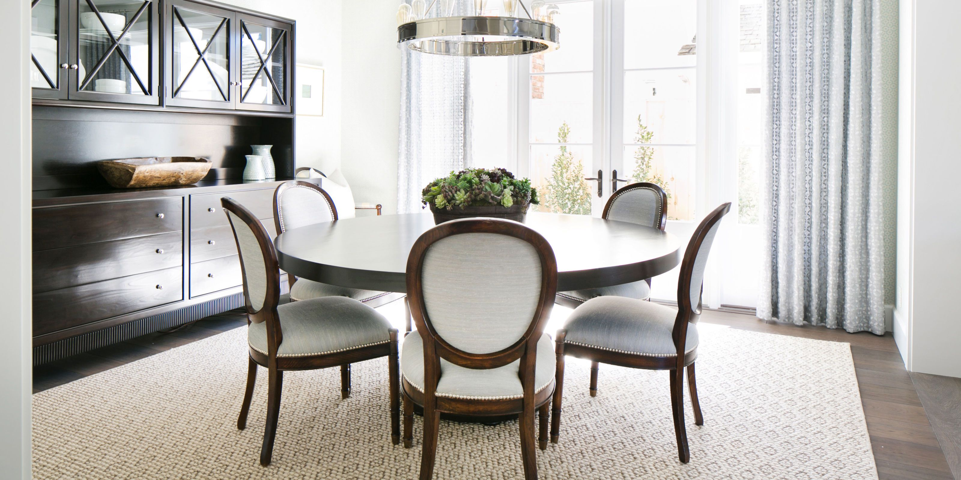 ROUND DINING ROOM TABLES, REASONS TO   CONSIDER THEM OVER OTHERS FOR HOUSES
