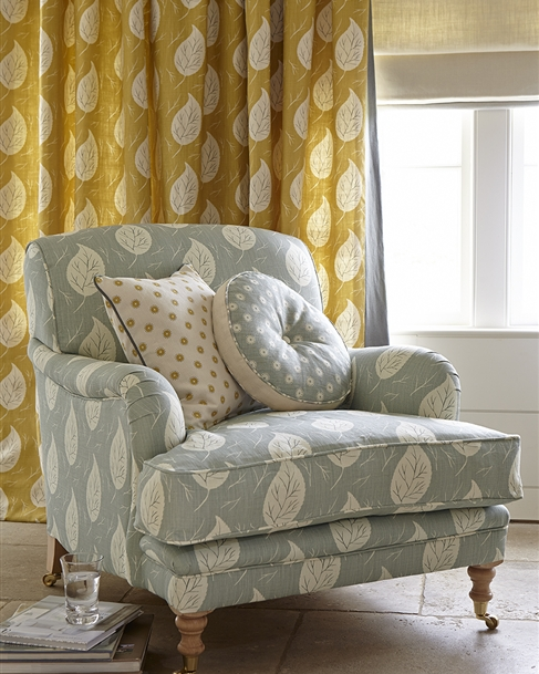 Traditional country armchairs | Upholstered chairs & fabric sofas