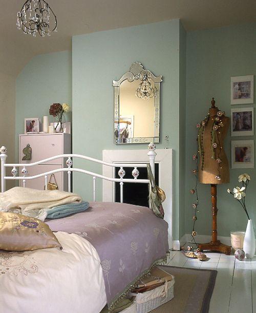 Put Use Of Vintage Bedroom Ideas