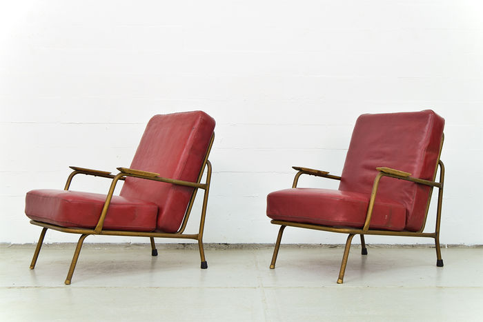Designer unknown - 2 vintage chairs in red faux leather and metal frame.